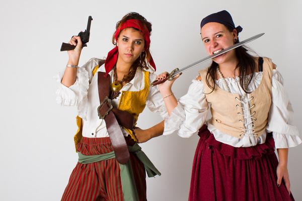 Due piratesse armate