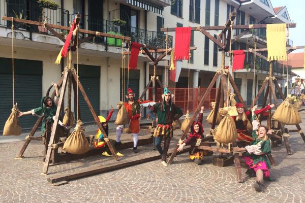 Ludos medioevali - I sacchi rotanti e giullari