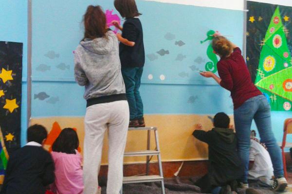 Pittura a scuola con le esperte