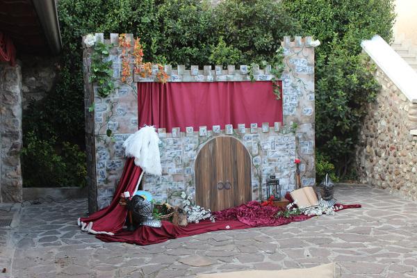 Palco dei burattini in stile medievale